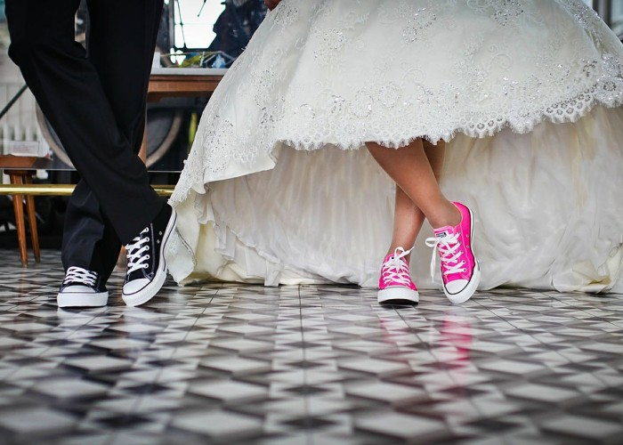wedding couple in colorful sneakers
